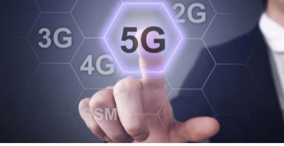 Afbeelding met 2, 3, 4 en 5G. Vinger tikt 5G aan op een scherm