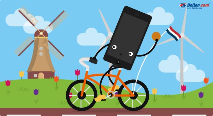 Telefoon op de fiets in Nederlands molen landschap